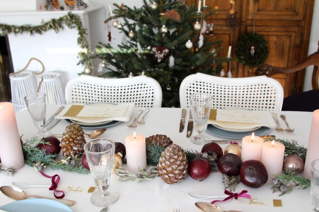 überlegen Weihnachtstafel Festlich Part - 4: Festes Aquarellpapier ist eine wunderbare Basis für Menü- und Tischkarten!  Ich habe es mit einem Messer zurechtgeschnitten. So sind die Seiten rauer.